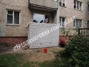кирпичный балкон с погребом